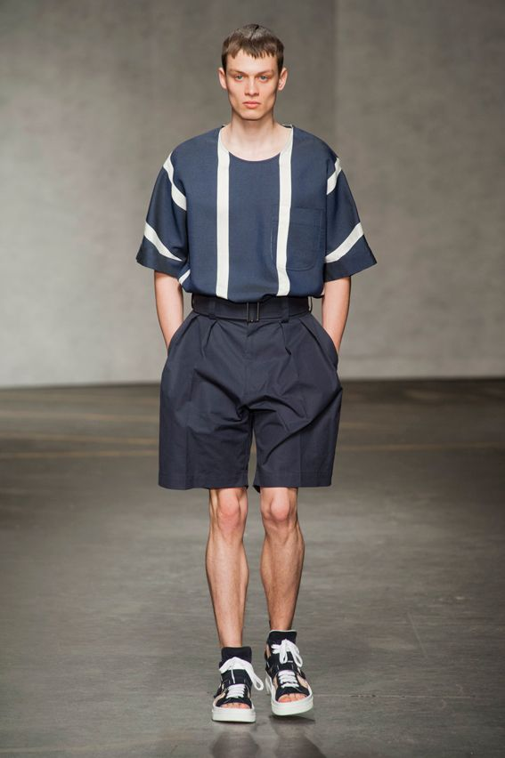 London FW S/S 2015 - E. Tautz See all fashion show at: http://www.bookmoda.com/?p=11168 #summer #SS #catwalk #fashionshow #menswear #man #fashion #style #look #collection #london #fashionweek #etauz