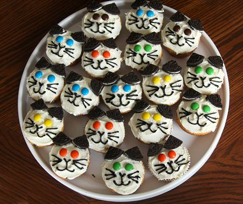 Kitty cupcakes by mstacie31, via Flickr
