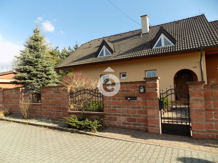 Prodej rodinného domu, krásná zahrada, 2 garáže, sklep, 1195 m2, Dolany u Olomouce. REZERVOVÁNO | Reality Mix