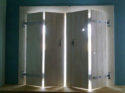LuikenLuiken geven een warme sfeer aan een kamer en zijn op maat te maken voor bijna elk raam. Ze houden licht buiten, warmte binnen en zijn in alle kleuren leverbaar. Die luiken hier in beeld zijn van vurenhout gemaakt. In totaal zijn ze 1.50m breed en 1.06m hoog , en kosten €200 (incl. scharnieren).
