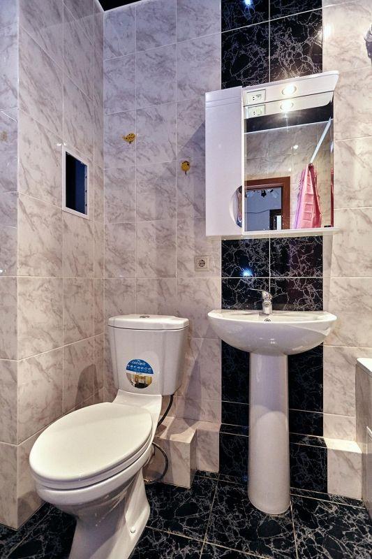 Cданные дома / 1-комн., Краснодар, 40 лет Победы, 1 700 000 http://krasnodar-invest.ru/vtorichka/1-komn/realty242283.html  Внимание, цена снижена. 1-комнатная квартира с ремонтом, мебелью и техникой. Удобная планировка, комнаты изолированные, есть просторная гардеробная. В квартире остается все - диван, кухонный гарнитур, стол, стулья, встроенные шкафы, сплит система, проживают квартиранты. Расположение отличное: рядом садики, школа, магазины, краевая больница через дорогу, до остановки…