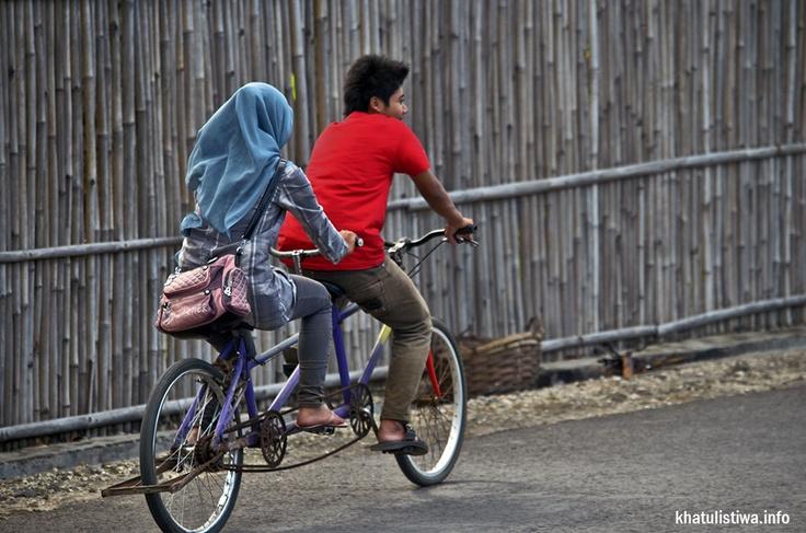 aktifitas bersepeda keliling sepanjang pantai #pangandaran dan desa-desa sekitar