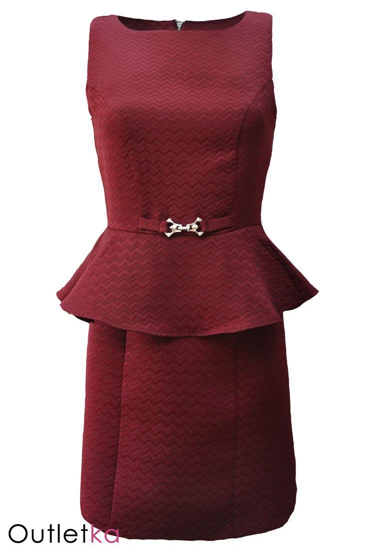 Nowa, ołówkowa sukienka firmy Atmosphere, w odcieniu bordowym. Sukienka na grubych ramiączkach, z tyłu zasuwana na zamek. Sukienka niezwykle oryginalna i urocza, posiada baskinkę, oraz ozdobne zapięcie z przodu. Dekolt - zakryty. Materiał wysokogatunkowy. Z kompletem firmowych metek Atmosphere.