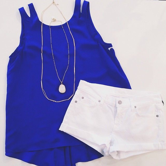 crisp white + lovely blue ⚪️ top: Charlie Jade - Bea Cobalt Top $128 // shorts: 7 For All Mankind - Clean White Roll Up Short $144 // necklaces: pendant $48 + Towne & Reese 'Alex' long chain $36 #charliejade #whitedenim #sofresh #feelingblue #kkbloomstyle #weekendwear