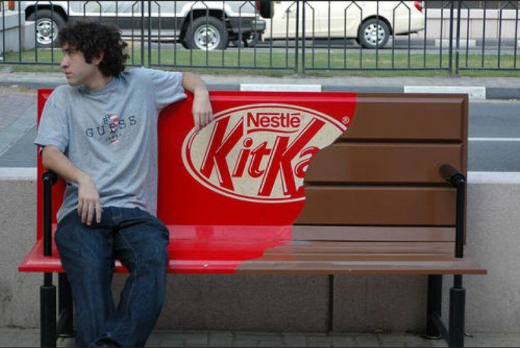 street art meilleures pub sur des bancs kitkat 2   Street Art: les meilleures pub sur des bancs   street art publicité pub photo image banc