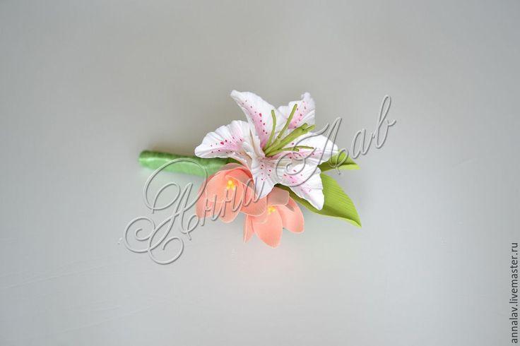 Купить Букет невесты, бутоньерка и гребень с цветам из полимерной глины - белый, коралловый, лилия, букет