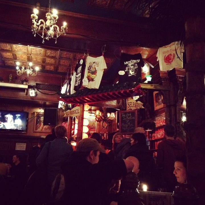 Crazy bar/restaurant. Kind of Irish climate with Chinese ornaments, American menu and a tatoo salon in the basement.  For rock 'n' roll fans - everyday live concerts.