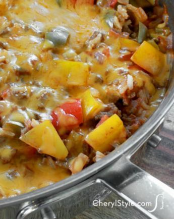 Make a one-pot wonder that'll feed the entire tribe! This lazy stuffed peppers recipe is plate-lickin' good and will satisfy your hunger big time! - Everyday Dishes & DIY