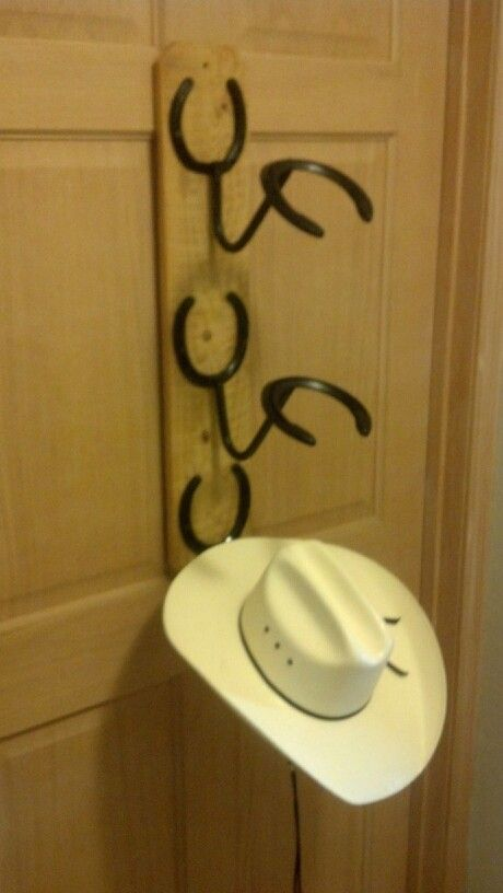 For those of you who need some hat rack ideas more than anyone, I believe you are in love with caps and hats. You must be one of those hats and caps collector o. Find and save ideas about Hat racks, Hat hanger, Diy hat rack in this article. #DiyHomeDecor #HatRack #HomeDecorIdeas #HouseIdeas