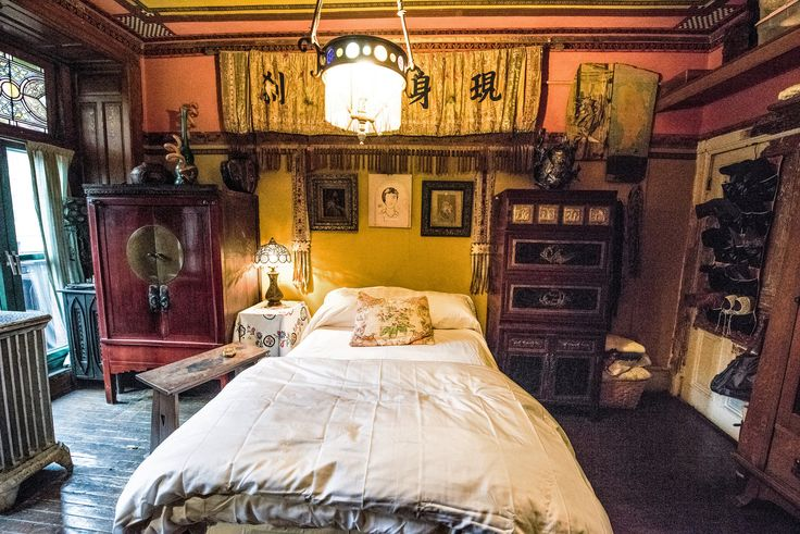 A Vintage Life In The Chelsea Hotel Gardens Bedrooms