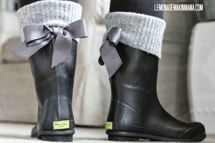 A cute way to update a basic pair of rain boots. NEED TO MAKE. For my love of cute things with bows, and my overly short legs!