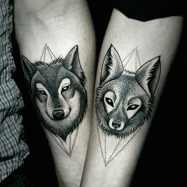 ensando em fazer uma tatuagem com o amor da sua vida? Inspire-se com estes incríveis exemplos a seguir. ··· Veja também: 67 exemplos de tatuagens minimalistas ··· Veja também: 56exemplos de tatuagenspara casais e namorados Confira:                                                                                                            | via