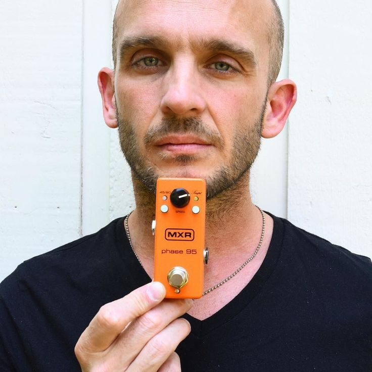 Zach Blair of Rise Against with the MXR Phase 95. Their new album 'Wolves' is out today and make sure to catch them on tour with the Deftones.  @riseagainst @deftonesband  #jimdunlop #mxr #riseagainst  #wolves #deftones #performanceiseverything