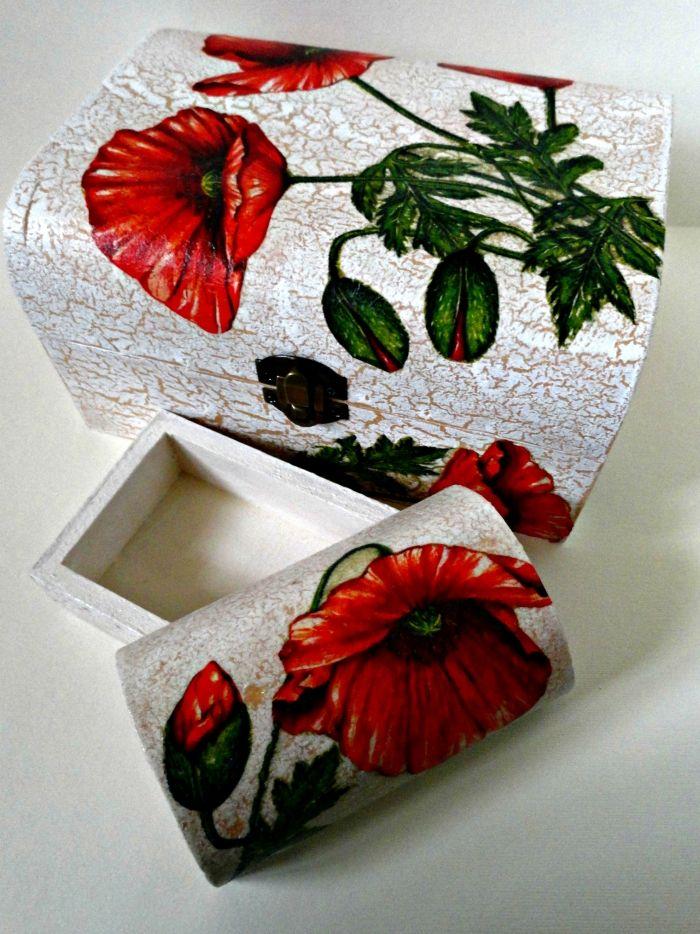 Holz-Schachtel, verziert mit Mohnblumen-Motive aus Servietten