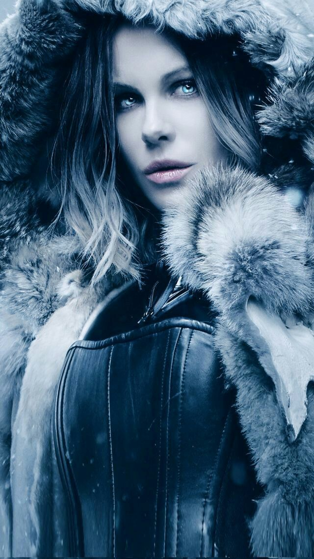 Let's talk anything Underworld. Crown obsession of mine since high-school. So dark, so impressive, so addicting. Kate Beckinsale rules!!