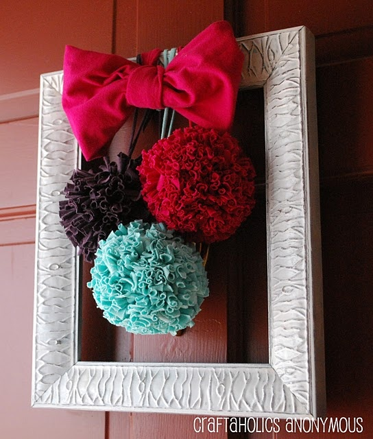 unique frame/wreathe..love this!Ideas, Pom Poms, Pompom, Front Doors, Tshirt Pom, T Shirts, Diy, Pictures Frames, Crafts