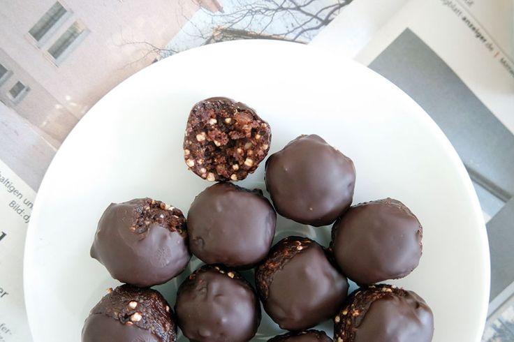 Clean Eating Süßigkeiten: Quinoa Schokoladen Pralinen Energy Balls.
