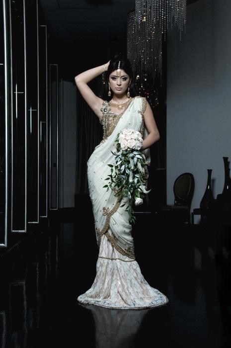 #white #saree #bride #dressSaree Brides, Brides Beautiful, Brides Dresses, Indian Dresses, Beautiful Dresses, Indian Pakistani Brides, Brides Rings, Indian Arabic, Bride Dresses