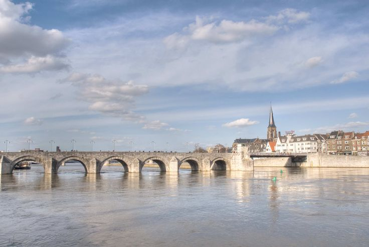 Old roman bridge, Maastricht