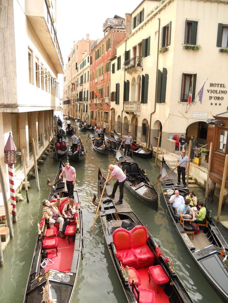 Busy with Gondola