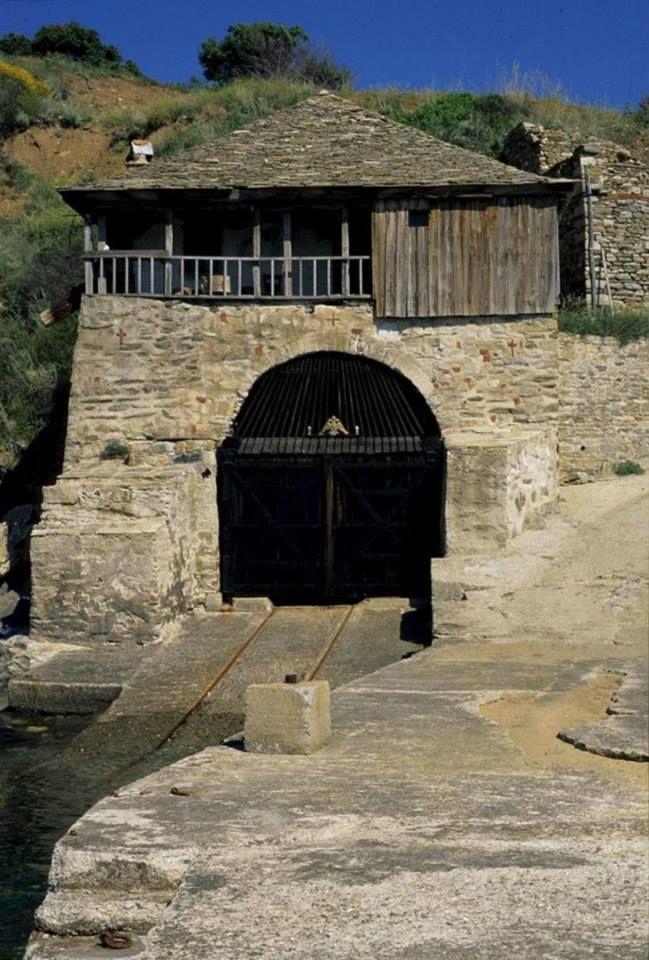 Ο αρσανάς της Ιεράς Mονής Σταυρονικήτα (Άγιο Όρος) - The arsenal of the Holy Monastery of Stavronikita (Mount Athos)