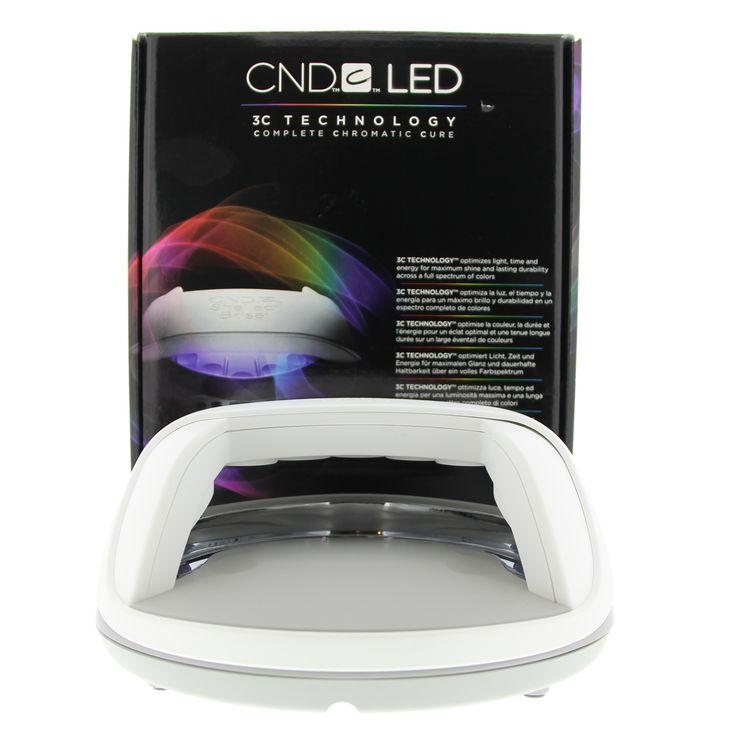 CND Lamps LED Lamp UV 1Stuks  CND LED Lamp. De state-of-the-art laboratory van CND heeft de lamp zo ver ontwikkelt dat deze in combinatie met de XPRESS5 Top Coat het snelste systeem ooit biedt! En met maar liefst 10.000 branduren gaat deze lamp heel wat jaren mee. De LED Lamp heeft tevens een aantal baanbrekende functies: Hardt de nagels uit in slechts 50% van de tijd (in verlijming tot de CND UV Lamp). Maakt gebruik van optische spiegels zodat de UV exposeer alleen op de nagels gericht is…