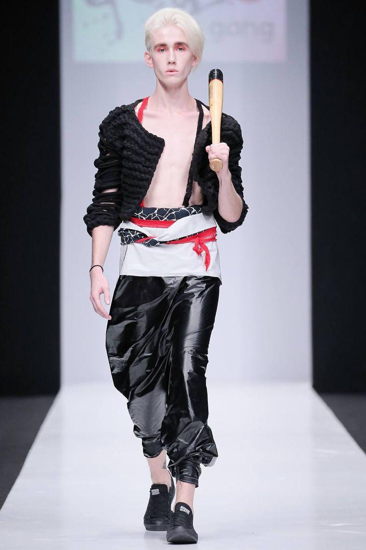 El drama de las subculturas urbanas se ve representado en la colección Spring-Summer 2017 de CONTRFASHION en la semana de la moda de Rusia