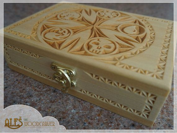 Magic the Gathering Commander deck box, chip carved basswood box made to hold 100+ MTG cards in sleeves. A one of a kind design combining traditional chip carved pattern with all the mana symbols incorporated into a 5-pointed rosette was drawn directly onto the wood and hand carved. This item will make an amazing and unique gift for any Magic the Gathering player. *SHIPPING INCLUDED IN THE PRICE*  This wooden card box can hold 100+ MTG cards with sleeves so it is the most suitable for Your…