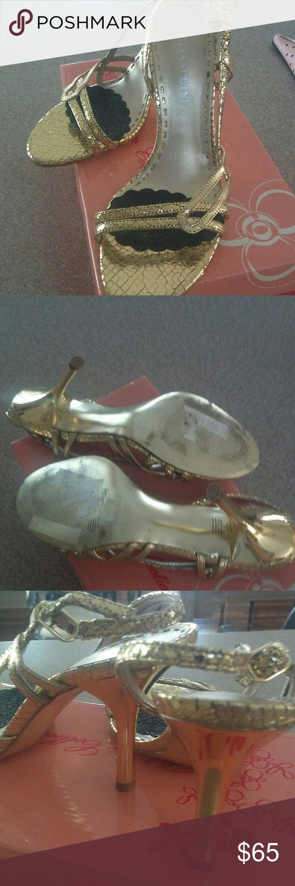 Gianni Bini gold sandals Gold Gianni Bini sandals suze 6 worn once great condition Gianni Bini Shoes