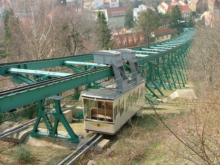 Schwebebahn fahren in Dresden
