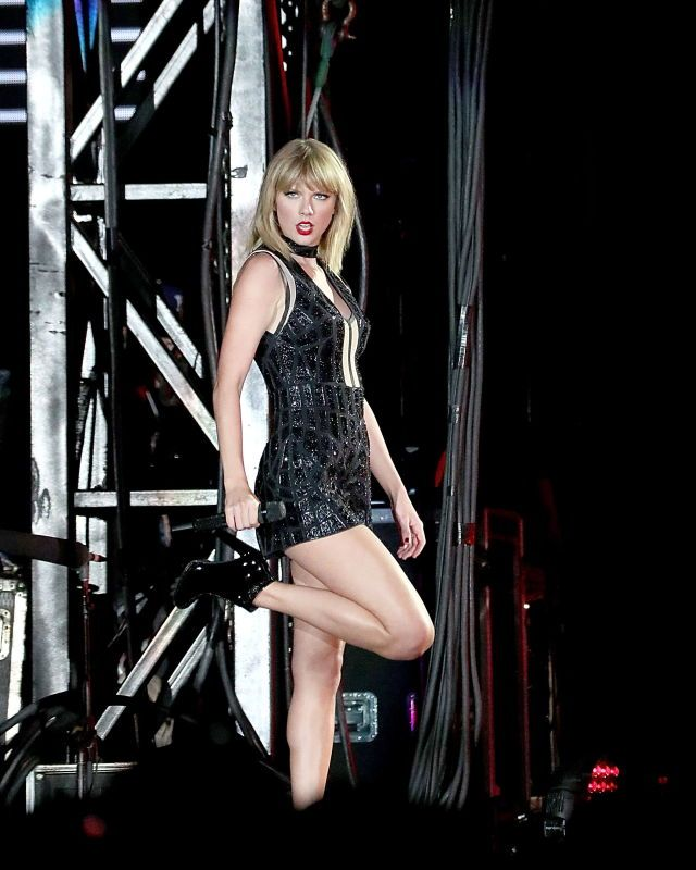 "(2016) ☞ HOT CELEBRITY WOMAN ★ TAYLOR SWIFT IN A MINISKIRT AND HIGH HEELS 2016 "" ♪♫♪♪ Country / pop "" ) ★ ♪♫♪♪ Taylor Alison Swift - Wednesday, December 13, 1989 - 5' 10'' - Reading, Pennsylvania, USA."