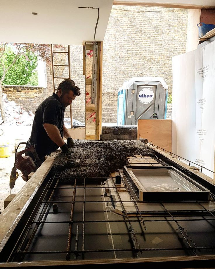 Casting a concrete kitchen in our #villabourderye house.