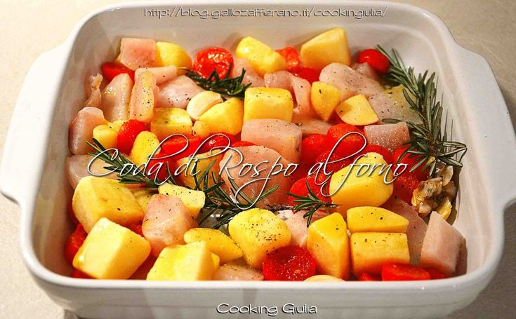 Coda di rospo al forno con patate e pomodori | ricetta secondo piatto