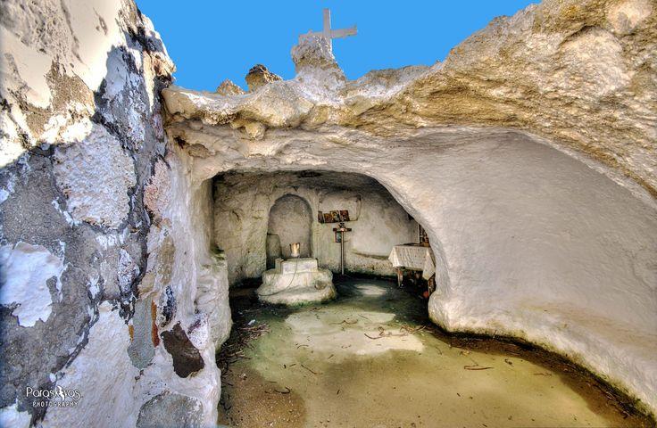 MILOS Island : Saint Constantine in a cave !