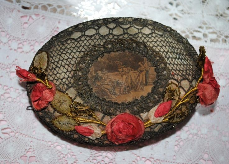 ANTIQUE Boudoir Box RIBBONWORK Roses French Silk & Metallic Lace Sewing box di villavillacolle su Etsy