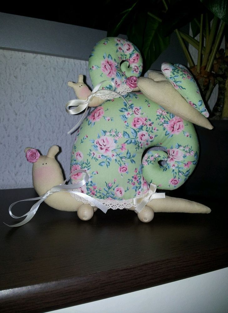 Süße Schnecke nach Tilda Vorlage mit Baby/Kind Rosen Herzen shabby grün