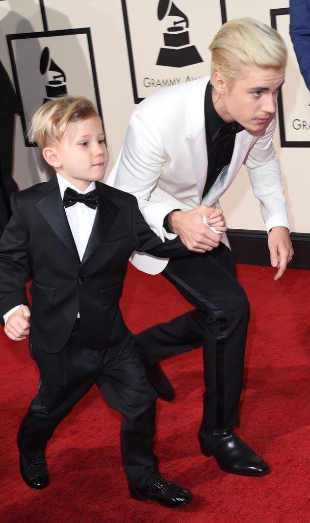justin bieber grammys 2016 Haters gonna hate... A true soul holds his brother hand at the Grammy's