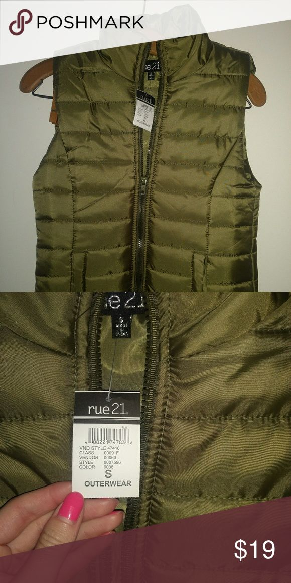 Olive green puff vest Olive green  Puff vest From rue 21 New with tags but the price is removed (it was a gift) Small Rue21 Jackets & Coats Puffers