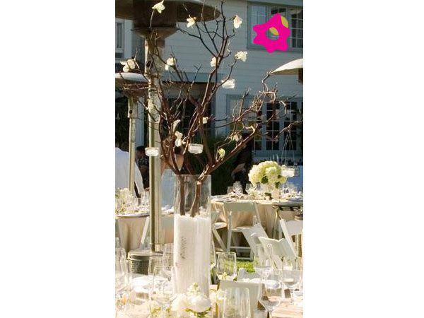 Centro de mesa para boda cilíndrico con ramas