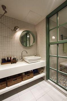 호텔처럼 파우더 룸이 있는 욕실 호텔 욕실을 내 집으로 들이는 방법은 없을까? 이젠 건식 욕실을 넘어 파우더 룸이 있는 욕실로 바꾸고 싶어 하는 사람이 늘고 있다. 이러한 이들을 위해 준비했다. 호텔과 인테리어 전문가의 아이디어를 모은 욕실 디자인 제안.  에디터 박은영자료제공 및 도움말 김진영(삼플러스디자인), 대림바스