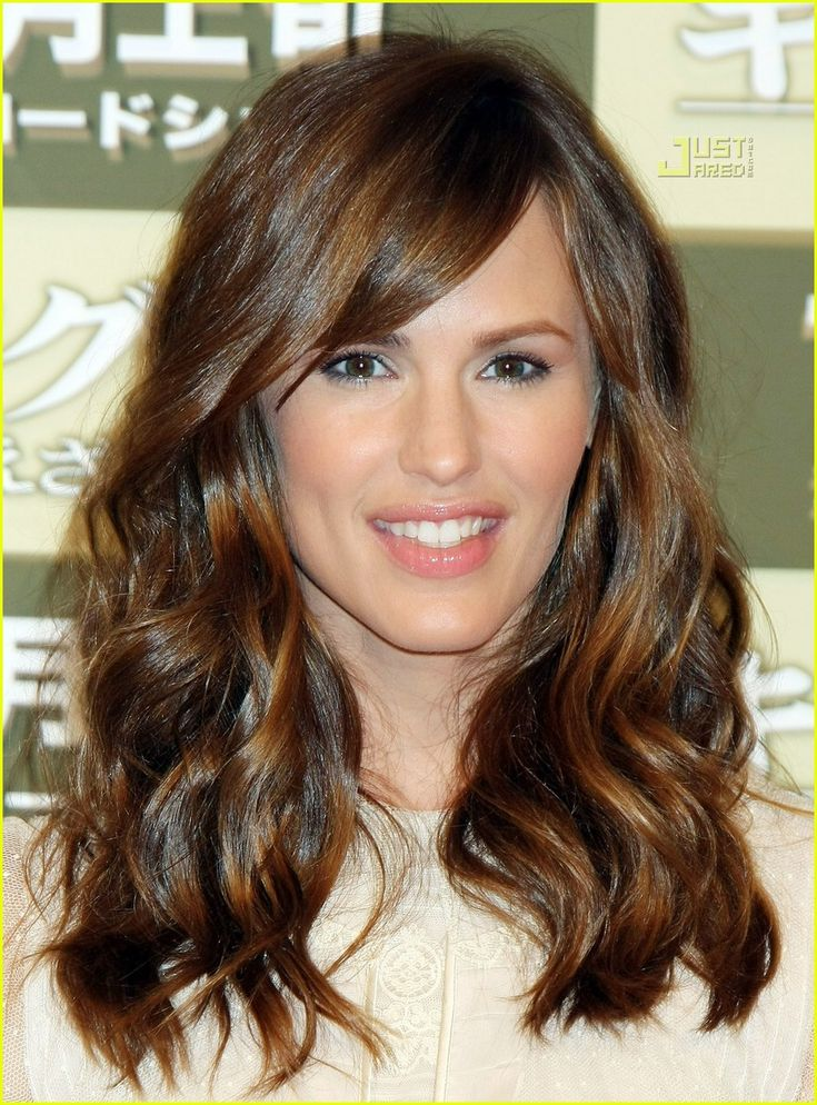 Jennifer Garner hair= my goal... Trying to grow my hair out-- its so hard to not cut!!