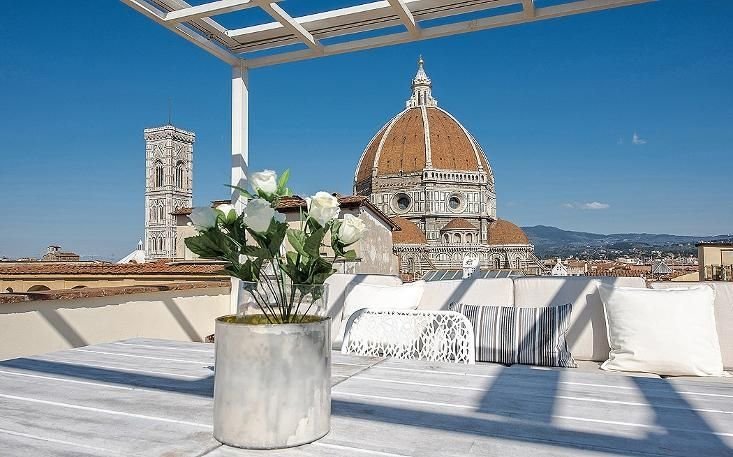 Mirage, Duomo, Via del Proconsolo - Modern apartment with terrace with 360° view over Florence located in the Duomo area. It is ideal for short or long term rentals. It can host up to 9 people, has 5 bedrooms, 3 full bathrooms.