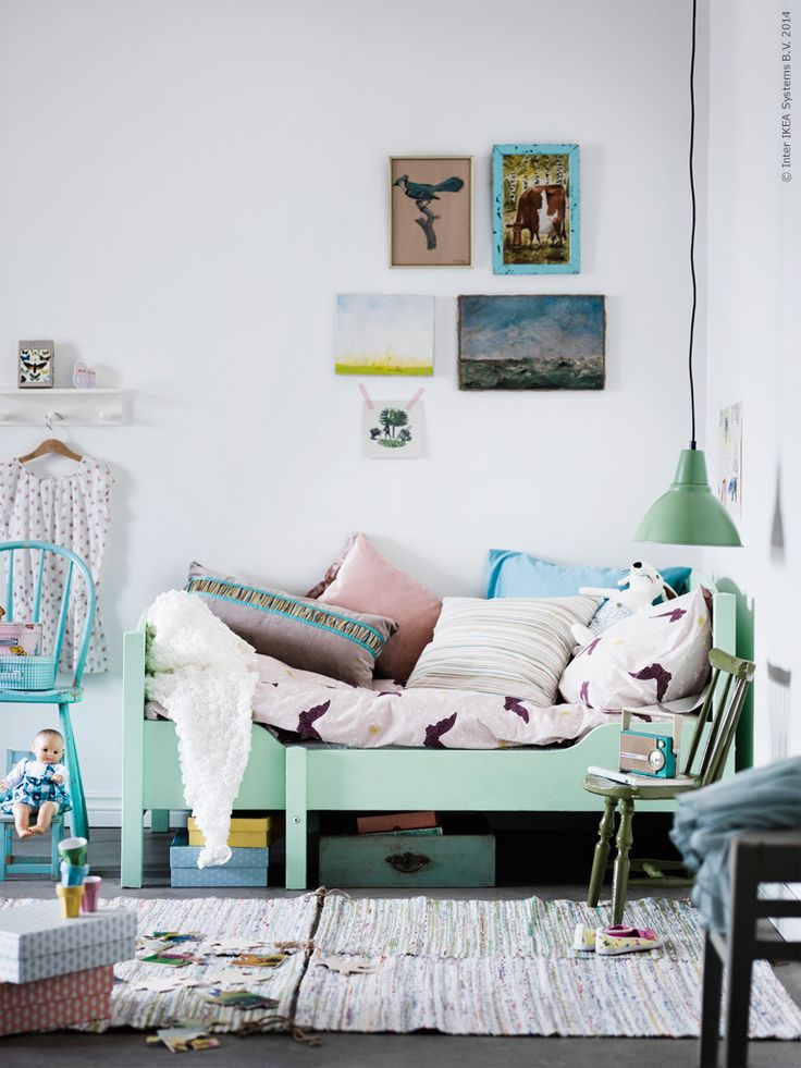 Sweet kids bedroom with green accents. #kids #decor
