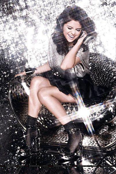 Fotos - Un Año Selena Gomez s-1-Celebuzz  http://pinterest.com/celi0909/celibrities/