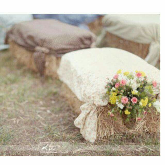 17 best ideas about hay bail wedding on pinterest hay for Bales of hay for decoration