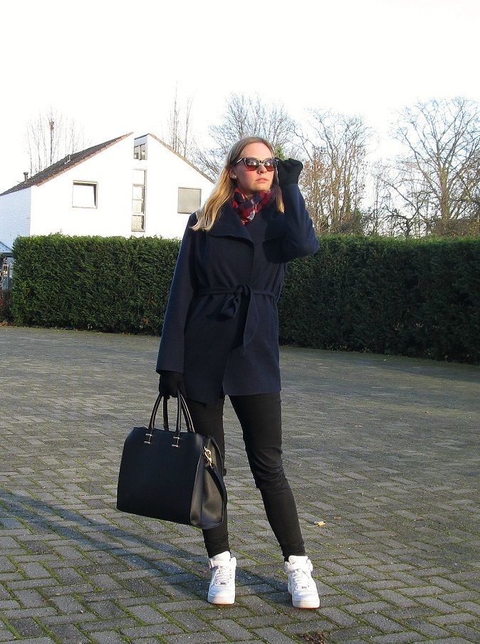 OUTFIT | Sunshine In December