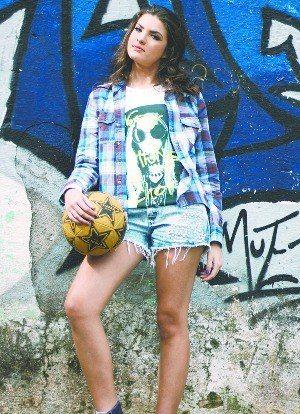 Lívia tem 14 anos diz que jogar futebol faz perde peso e ganha musculatura - Google+