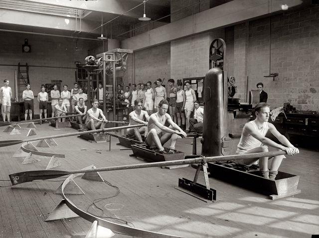 Тренировка гребцов в центральном колледже, Вашингтон, 25 марта 1295 год.