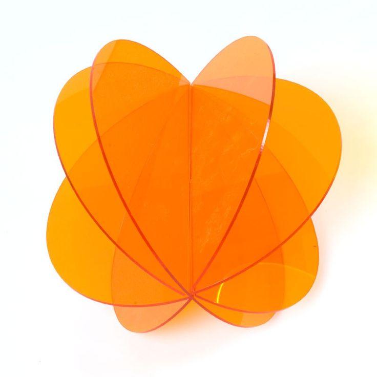 ESFERA METACRILATO DESMONTABLE - De 29 colores para elegir y de dos medidas, aquí encontrarás estas originales esferas de metacrilato diseñadas exclusivamente para esta web. Perfectas para decoraciones especiales y de temporada.