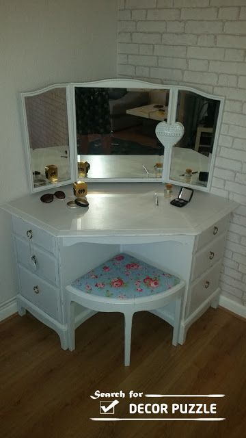 Best 25 corner vanity ideas on pinterest corner vanity for Corner table for bedroom